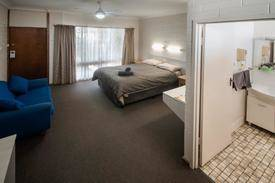 Beautifully Presented 15 Room Freehold Motel Plus Residence- Sa Murray River Location- Very Profitable And Easy-to-run - Freehold And Business $1,100,000